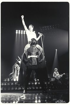 Funny pictures about Freddie Mercury riding on the back of Darth Vader. Oh, and cool pics about Freddie Mercury riding on the back of Darth Vader. Also, Freddie Mercury riding on the back of Darth Vader photos. Queen Freddie Mercury, Freddie Mercury Quotes, Freddie Mercury Interview, Darth Vader, Anakin Vader, Rock 7, Hard Rock, Jimi Hendrix, Queen Songs