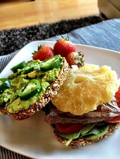 """Sweet & Spicy Steak Sandwich. Sometimes I have really bad sweet cravings. I tend to use naturally """"dried fruit"""" to curb them. Here is one of my favorite sandwiches.  6oz steak with dried pineapple, mashed avocado with jalapenos, tomatoes, & spinach on toasted #Ezekiel bread. Served with 3 fresh strawberries.  Approx macros: 36g protein, 37g carbs, 19g fat"""