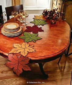 Leaf Table Runner - Best Sewing Tips Table Runner And Placemats, Quilted Table Runners, Fall Crafts, Diy And Crafts, Tablerunners, Penny Rugs, Leaf Table, Mug Rugs, Table Toppers
