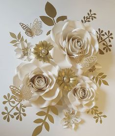 #paperflowers #floresdepapel #handmade #hechoamano #paper #paperflorist #papercraft #crafting #paperroses #paperflowersbackdrop #rosasdepapel #partydecoration #homedecor #northcarolina