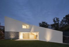 Taíde House by Rui Vieira Oliveira + Vasco Fernades