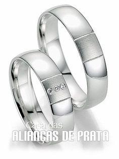631ece442c7 Alianças de compromisso em prata 950 Peso aproximado  12 gramas o par  Largura  6 mm Pedra 3 Zirconias Anatômica Acabamento Liso e fosco