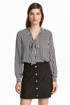 Wide-cut blouse in airy woven fabric. Slightly longer at back. Estilo Fashion, H&m Fashion, Fashion Online, Winter Fashion, Classic White Shirt, Tie Neck Blouse, Black White Stripes, Blouse Designs, Blouses For Women