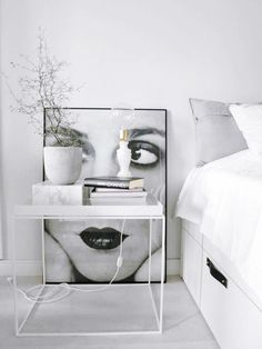 Stunning bedside setting. Thanks @thecoveteur
