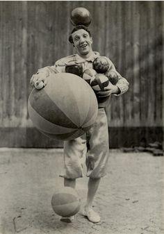 Enrico Rastelli juggler