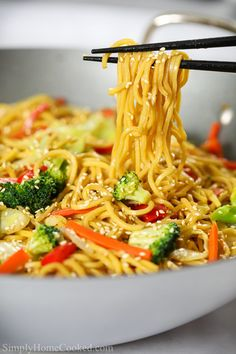This delicious vegetable chow mein is loaded with stir-fried vegetables, thick yakisoba noddles, and an easy Asian sauce that takes...View Recipe → Tasty Videos, Food Videos, Recipe Videos, Tasty Vegetarian Recipes, Healthy Recipes, Veggie Pasta Recipes, Healthy Chinese Recipes, Easy Vegetable Recipes, Easy Asian Recipes