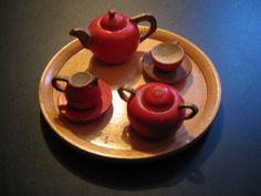 Ca. 1930...Voor bij uw pop of in het poppenhuis: Antiek Frans  mini houten servies...Theepot, melkpot, suikerpot en kop en schotel! door AntiqueshopNL op Etsy