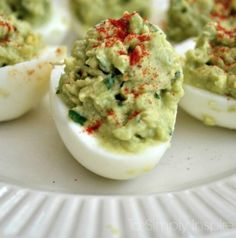 Attention all avocado lovers (and everyone who likes a delicious, healthy meal). Here are 24 of the best recipes with avocado as the main ingredient. Avocado Deviled Eggs, Deviled Eggs Recipe, Avocado Egg, Healthy Picnic, Picnic Foods, Healthy Snacks, Brunch Recipes, Appetizer Recipes, Picnic Recipes