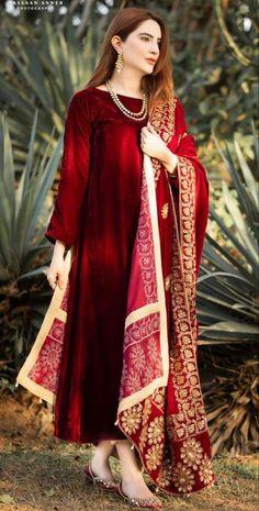 Asian Wedding Dress Pakistani, Beautiful Pakistani Dresses, Pakistani Formal Dresses, Pakistani Fashion Party Wear, Pakistani Dress Design, Pakistani Outfits, Pakistani Models, Indian Fashion, Stylish Dresses
