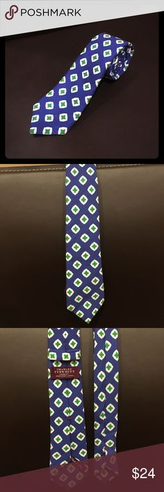 Charles Tyrwhitt pattern skinny tie Blue with green design pattern Charles Tyrwhitt skinny tie. Couple of minor marks. Hardly noticeable at all. In good condition otherwise. Offers welcome. 😊 Charles Tyrwhitt Accessories Ties