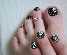 Black toe nail art with white free hand flowers and polka dots, easy free hand floral pedicure nail art Cute Toenail Designs, Nail Designs Pictures, Pedicure Designs, Simple Nail Art Designs, Short Nail Designs, Toe Nail Designs, Easy Nail Art, Nails Design, Nail Pictures
