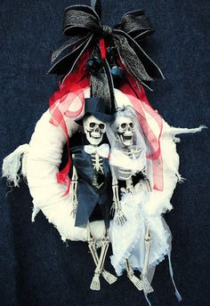 Halloween Wreath Day of the Dead Skeleton Bride and Groom on Mummy Wrap