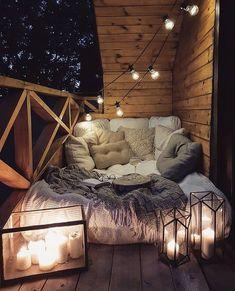 Possible sur un petit balcon parisien de ? 🤷♀️🤞SO Balkon - Balkon - Design Dream Rooms, Dream Bedroom, Master Bedroom, Teen Bedroom, Maroon Bedroom, Loft Style Bedroom, Attic Bedrooms, Teenage Girl Bedrooms, Room Style
