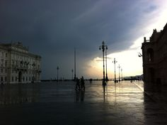 the storm is coming - piazza unita'  ©mirella zolli 2012