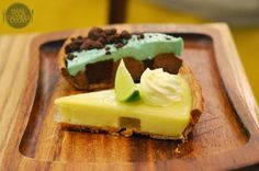 [SG] Windowsill Pies | Peppermint with flourless chocolate cake & Coconut lime vodka pies