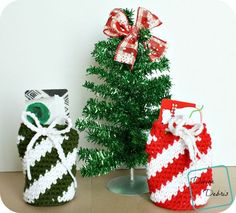 Gift Card Drawstring Bag Crochet Pattern by DivineDebris.com (Red Heart Super Saver)