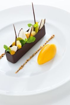 Food Styling - Fruit in Chocolate Boat Frank Haasnoot : Dutch pastry chef - plated desserts