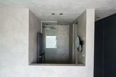 Natural lime plaster / tadelakt walls & ceiling by Odilon Creations Tadelakt, Plaster, Bathroom Lighting, Lime, Walls, Ceiling, Mirror, Architecture, Natural
