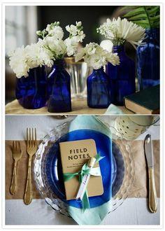 Centro de mesa y vajilla en azul