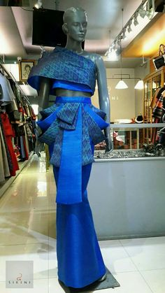 Thai Fashion, Fashion Wear, Couture Fashion, Fashion Dresses, Thai Traditional Dress, Traditional Outfits, Moda Thai, African Inspired Fashion, African Fashion
