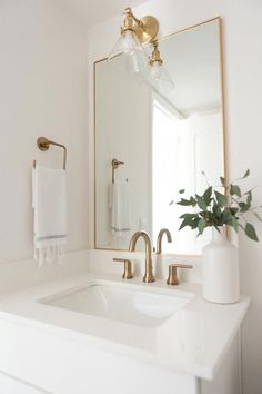 Small bathroom renovations 401242648051707178 - white marble countertops, gold fixtures, gold rectangular framed mirror, white vase Source by amandinevauclin Gold Bathroom, Master Bathroom, Bathroom Sinks, Bathroom Ideas, Bathroom Inspo, Bathroom Green, Bathroom Designs, Modern Bathroom Sink, Brown Bathroom