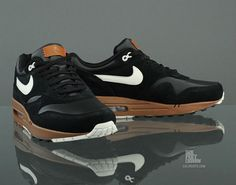 A good look at the Black / Sail – Hazelnut :: Leather / Suede colorway drop in the Nike Air Max 1 PRM, spotted and available over at CaliRoots. No. Scuffs. More Pics after the Jump………..