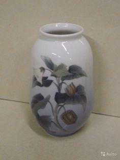 Royal Copenhagen, ваза с экзотическим цветком необычной формы, похожим на физалис. Номер 2822/3547, высота 18 см, дата выпуска по клейму 1963 г. В хорошем состоянии, без сколов и повреждений.