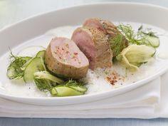 Schweinelende auf Gurken-Ingwer-Salat - smarter - Zeit: 40 Min. | eatsmarter.de Ein Vorzeige-Low-Carb-Gericht.