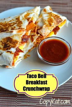 Perfect Taco Bell Breakfast Crunch Wrap – Omit Bacon and add more egg and potatoes for Vegetarians. The post Copycat Taco Bell Breakfast Crunch Wrap appeared first on Sweet Recipes . Taco Bell Recipes, Mexican Food Recipes, Quesadillas, Taco Bell Breakfast Crunchwrap, Taco Bell Crunchwrap, Crunchwrap Supreme, Breakfast Dishes, Breakfast Recipes, Breakfast Ideas