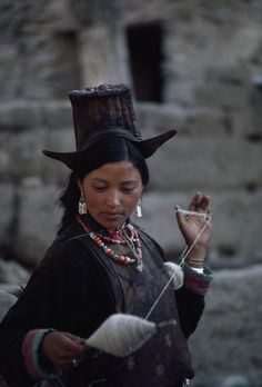 India | Ladakhi woman spins sheeps wool on a twirling distaff. | ©Lynn Abercrombie/National Geographic Stock