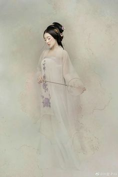 Cre: bích thủy hiên - 碧水轩 Geisha Art, Costume Collection, China Art, Chinese Clothing, Hanfu, Traditional Fashion, Chinese Culture, Chinese Style, Asian Fashion