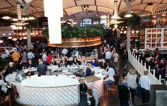 Un edificio modernista con 8 ambientes culinarios diferentes en el centro de Barcelona