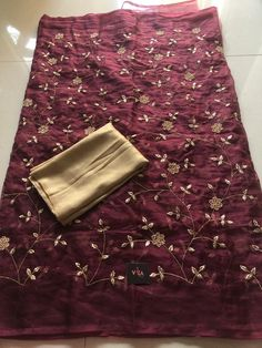 Rich embroidered organza saree comes with foil printed blouse pc as shown Floral Print Sarees, Printed Sarees, Printed Blouse, Floral Prints, Organza Saree, Fashion Outfits, Fashion Clothes, Indian Fashion, Embroidery Designs