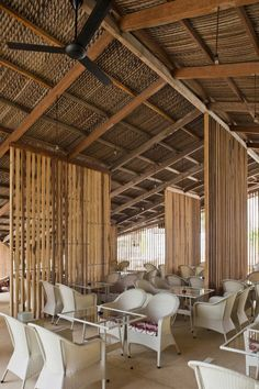 divider idea for outdoor deck--cd LAM Café / studio Bar Design, Roof Design, Ceiling Design, House Design, Wood Cafe, Bamboo Architecture, Tropical Architecture, Restaurant Interior Design, Cafe Interior