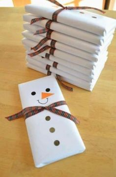 cheap Christmas Crafts 24 Lovely And Cheap DIY Chr - christmascrafts Christmas Snowman, Simple Christmas, Christmas Diy, Cheap Christmas Crafts, Christmas Candy, Homemade Christmas, Diy Christmas Gifts For Friends, Christmas Gift Wrapping, Christmas Cartoons For Kids