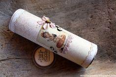 wenches skribleri, strikkepinneboks av tom Pringles.
