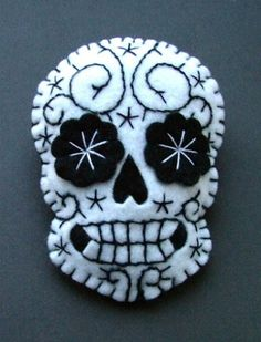 Dia De Los Muertos, Day of the Dead felt calavera sugar skull Day Of The Dead Skull Tattoo, Sugar Skull Dress, Sugar Skulls, Felt Ornaments, Felt Halloween Ornaments, Halloween Skeletons, Skull And Bones, Felt Art, Felt Christmas