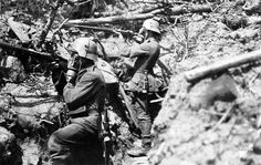 German infantrymen from Infanterie-Regiment Vogel von Falkenstein adopt a fighting pose in a communication trench somewhere on the the Western Front. Both soldiers are wearing gas masks and Stahlhelm helmets, with brow plate. World War One, First World, Rare Historical Photos, History Online, Modern Warfare, Military History, Ww1 History, Modern History, Wwii