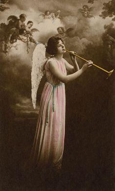 heavenly angels | Amy's Pick: Angel Trumpet « The Vintage Workshop Blog: The Workshop ...