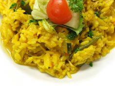 Tolles Heißluftfritteusen Rezept einer Reis Currypfanne mit Paprika, Porree, Tomaten und Frischkäse. Sehr einfach und schnell zubereitet.