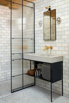 Discover Expertly Crafted Designs That Embody Over 80 Years Of Bathroom Expertise.  Bad Inspiration, Bathroom Inspiration, Layout Design, Design Ideas, Baños Shabby Chic, Showers Without Doors, Concrete Basin, Shower Tile Designs, White Shower