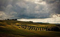 cloudy-green-hills-527-2560×1600