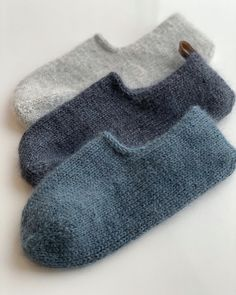 Knitted Slippers, Slipper Socks, Knitted Hats, Knitting Stitches, Knitting Socks, Baby Knitting, Granny Square Sweater, Knitting Projects, Mittens