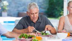 Los buenos hábitos alimenticios durantela tercera edaddisminuyen los riesgos cardiovasculares, de cáncer, y de pérdida de masa y fuerza muscular, al tiempo que mejoran la calidad de vida. Los buenos hábitos alimenticios durante toda la vida, y particularmente en la tercera edad, disminuyen los riesgos cardiovasculares, de cáncer, y de pérdida de masa y fuerza …