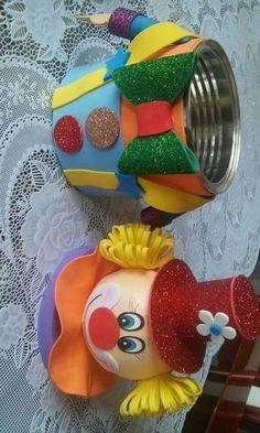Palhaço em EVA. Tin Can Crafts, Foam Crafts, Diy And Crafts, Crafts For Kids, Arts And Crafts, Paper Crafts, Circus Birthday, Circus Theme, Circus Party