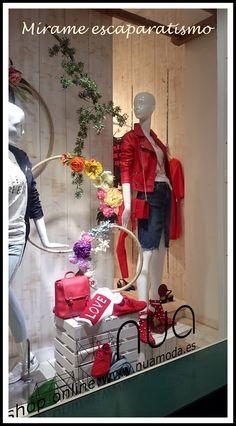 Ideas De Boutique, Boutique Decor, Truck Store, Job Goals, Visual Merchandising Displays, Clothing Photography, Pajama Party, Window Design, Shop Signs