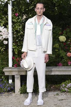 Pigalle presented its Spring/Summer 2017 collection during Paris Fashion Week. Runway Fashion, Fashion Show, Mens Fashion, Paris Fashion, Fashion Brands, Vogue Paris, Pigalle Paris, Photos Du, Summer Collection