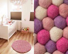Un tapis tout en nuances de roses pour une chambre de fille... Ou pour le salon! Où que vous le préfériez, il saura réchauffer l'atmosphère et apporter du peps et de la douceur à votre déco! Dès 130 euros sur Sukhi.fr