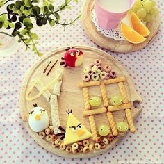 Angry Bird Snacks...I wouldn't blame anybody for playing with their food if this was handed to them!