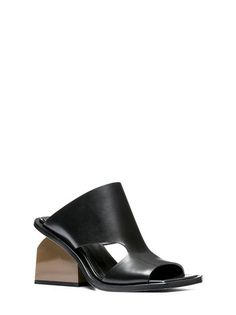 Sandal in smooth glossy calfskin with crisscross